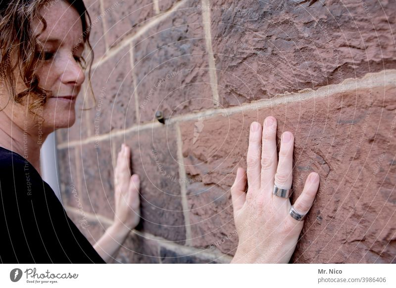 feel the stone Hand Wall (building) Wall (barrier) Stone Fingers The Wailing wall Seam Facade Religion and faith Deepen Architecture Manmade structures Building