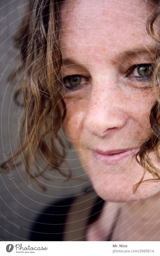 woman portrait Freckles Hair and hairstyles Skin Emanation pretty Smiling Congenial Authentic Sympathy Attractive Face Feminine Curl Well-being Contentment
