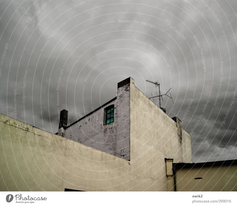 radio tower Sky Clouds Climate Weather Bad weather House (Residential Structure) Wall (barrier) Wall (building) Facade Window Eaves Chimney Antenna Threat Dark