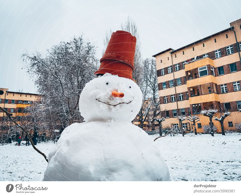 Snowman in winter in Neukölln Wall (barrier) Wall (building) Hip & trendy Light Day Copy Space middle Exterior shot Experimental Copy Space top Berlin