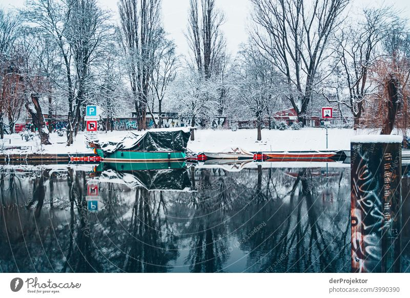 Winter Landwehrkanal with boats II Natural phenomenon peril collapse City trip Sightseeing Miracle of Nature Frozen Frost Ice Experiencing nature