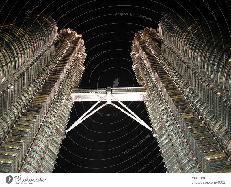 twin towers :: kuala lumpur Kuala Lumpur Architecture Futurism Night Night shot Worm's-eye view Steel construction Upward Skyward Vertical Dark background