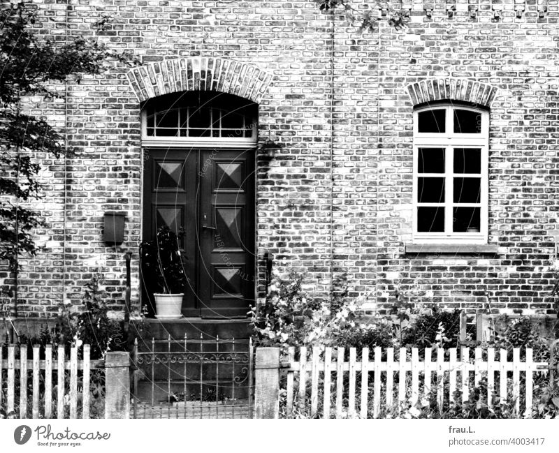 A friendly old brick house door House (Residential Structure) Sunlight Old building Village Fence Flower Day Window Garden fence Degersen