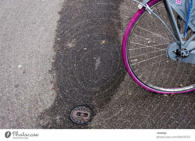 Purple bicycle tire, flat Bicycle Wheel Means of transport Tire purple Spokes Violet Level Mobility Cycling cyclists Transport Asphalt