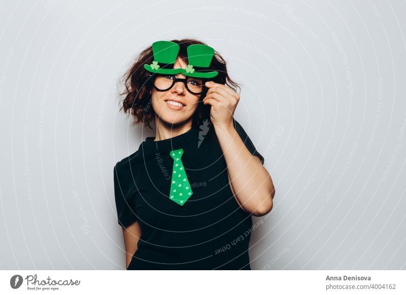 St Patricks Day party Symbol 17 March kid woman girl young coin hat leprechaun photo booth props green lucky paper shamrock clover leaf kiss me im irish day