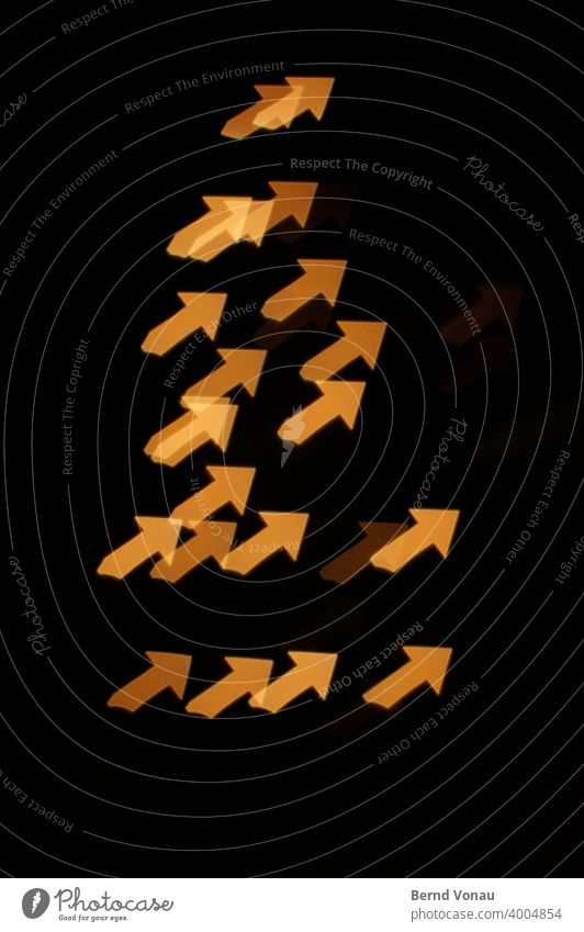 upward trend Night Night light Arrow Lighting effect Geometry Orange Black Sharp-edged graphically transparent Positive Above Trend-setting price
