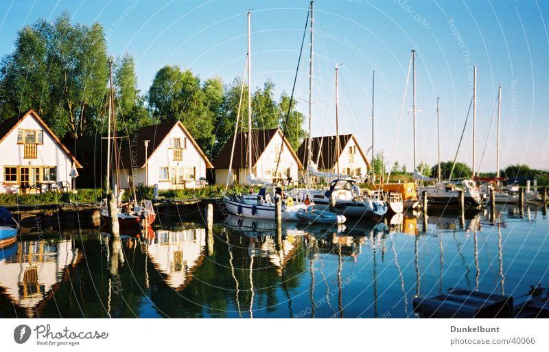 mirroring Ocean Watercraft Water reflection Navigation bungalows