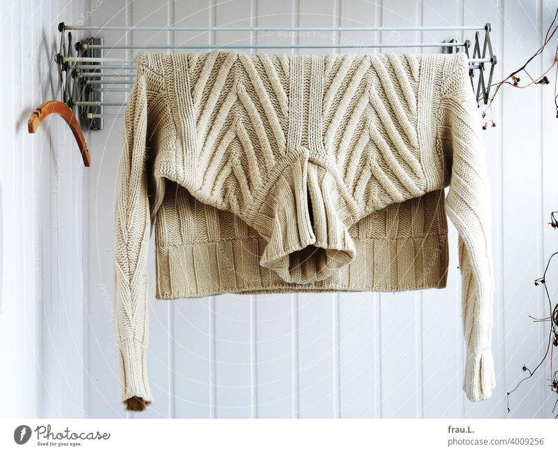 airing Balcony Hanger Fashion Wall (building) Plant Wool Clothing Winter Tumble dryer Wool sweater Sweater Men's sweaters