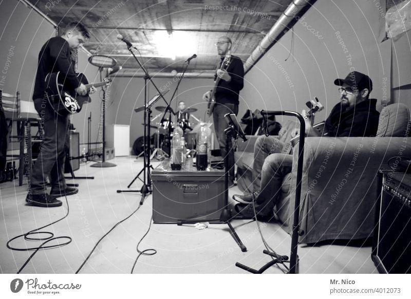 rehearsal room Guitar Guitarist Make music Loud Turn up Intensifier Rehearsal room Musical instrument Rock music Rock'n'Roll dress rehearsal Technology