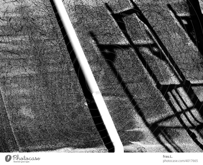A roof, a shadow and hoarfrost Winter Roof roofing felt Scaffolding Shadow Ice Cold Downpipe