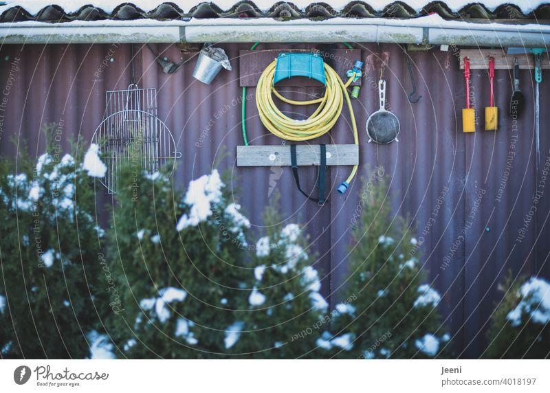 Many useful utensils for working in the garden Garden Gardening Flake Gardenhouse Arbour tepid Garden plot Leisure and hobbies Hut Wall (building)