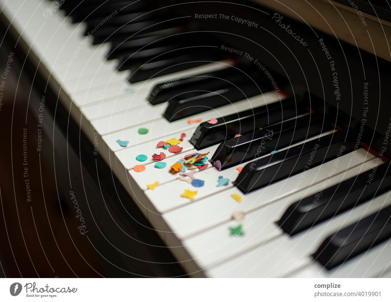 Party piano - confetti on a keyboard variegated Funny fun muck about Love Party service Birthday carnival Carnival Confetti celebration showery with confetti