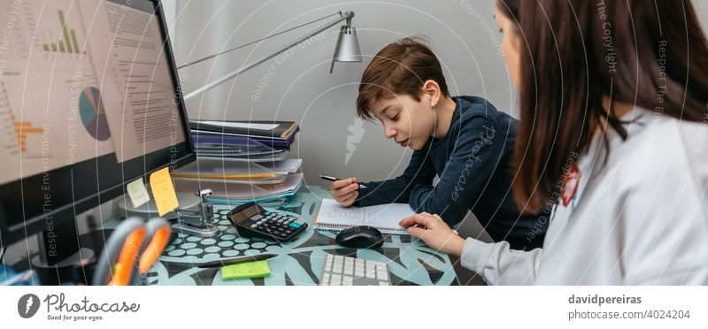 Mother helping her son with his homework while teleworking woman telecommuting work family conciliation coronavirus explaining covid-19 banner web header