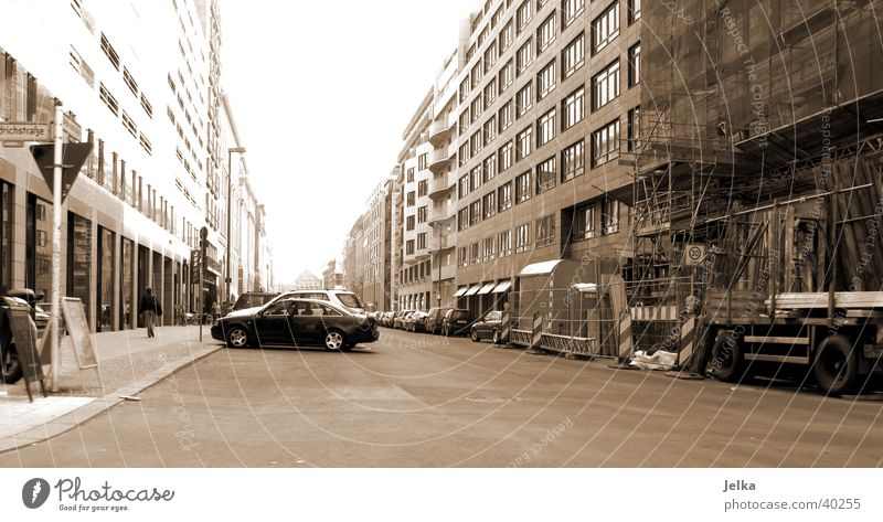 Berlin House (Residential Structure) Town Transport Street Movement In transit Empty road center Exterior shot