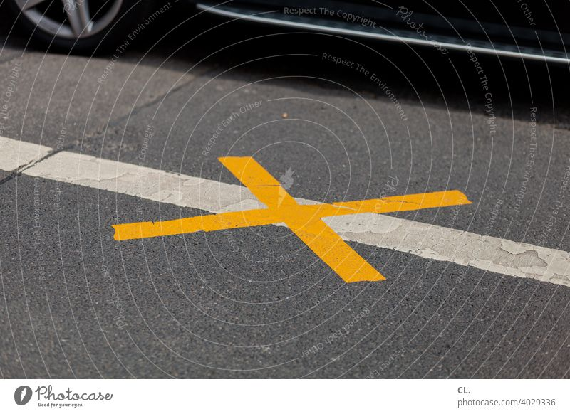 X interdiction Bans Street Road traffic car Signs and labeling Transport Road sign Lanes & trails Motoring Crucifix Symbols and metaphors Traffic infrastructure