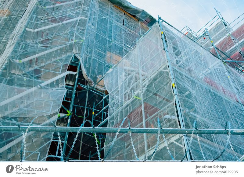 Scaffolding at church for the renovation of the facade Collateralization Architecture Construction site Site safety Theft Facade Building Believe God Church