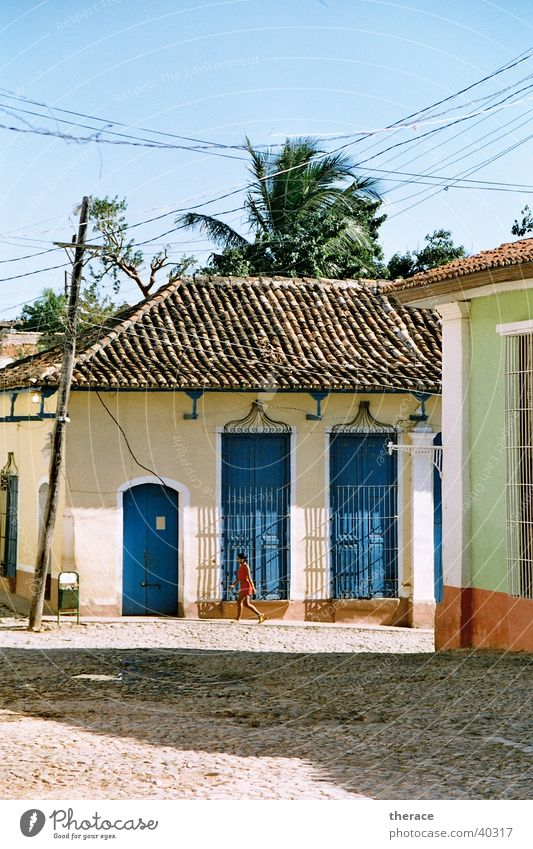 Girl in Trinidad Trinidade Colonial style Cuba Human being House (Residential Structure) Beautiful weather Sun Cable Walking Decline Old Dictatorship Straw hat