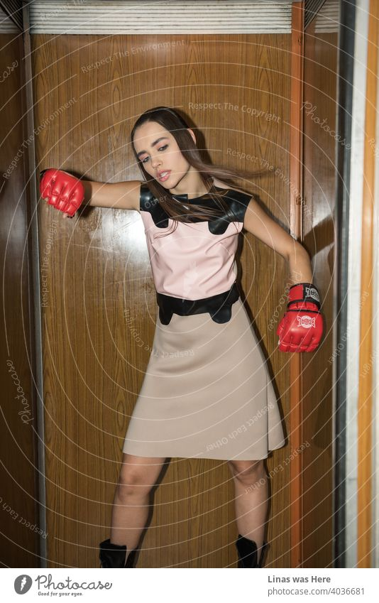 You gotta fight when you are stuck in the elevator. Put on your red boxing gloves, pink latex outfit, get some fancy makeup, and punch these wooden walls. This gorgeous and wild brunette girl is doing exactly that.