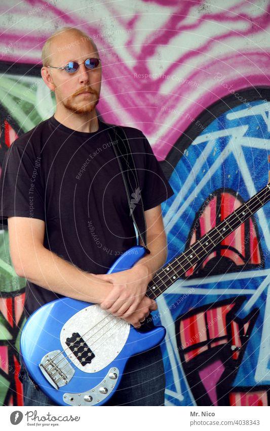 bass Leisure and hobbies Music Musician Entertainment guitarist Guitarist Listen to music Rock'n'Roll String instrument Pop star tool Rock music Make music