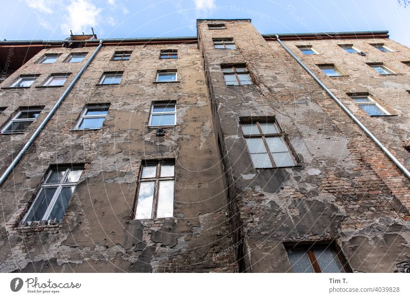 View up / Backyard Berlin Prenzlauer Berg Old building unrefurbished Deserted Town Downtown Capital city Old town House (Residential Structure) Exterior shot