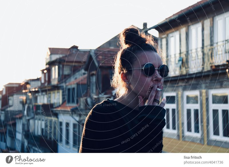 HOUSES - WIFE - SUNGLASSES - SMOKING Woman 25-29 years Sunglasses Chignon Brunette Cool (slang) relaxed slack teen Free To enjoy Contentment Tourism