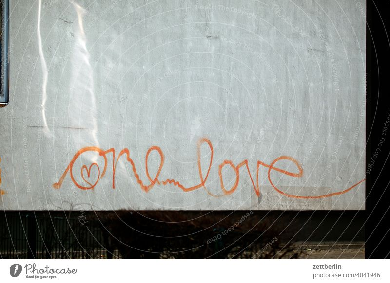 One Love Declaration of love Affection Romance romantsch Wall (building) Facade Wall (barrier) writing Spring fever Emotions emotion Heart Pictogram tagg Spray