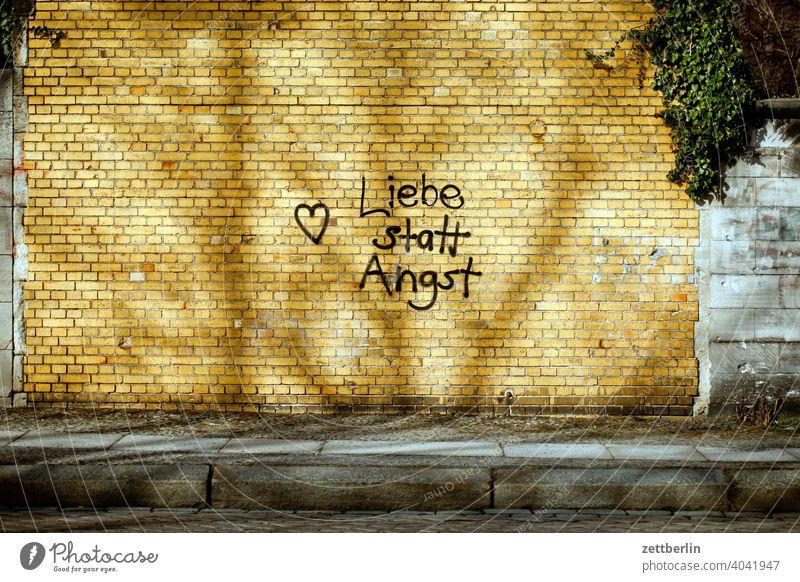 Love instead of fear alternative sprayed sprayer tagg Romance Affection Heart clinker Wall (building) Wall (barrier) policy slogan embassy Message Fear writing