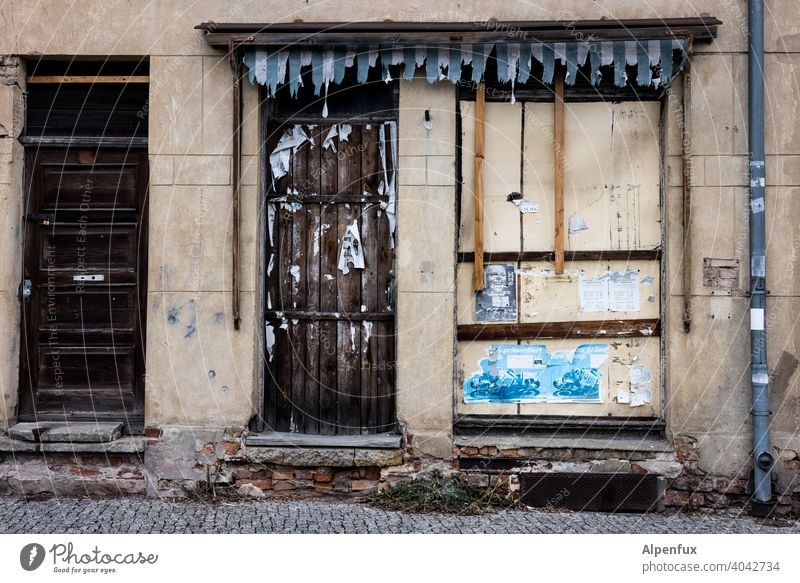 no dancing here today ! Vacancy Store premises Insolvency Closed Shop window bankrupt Trade broke business forsake sb./sth. corona Empty Retail sector Crisis