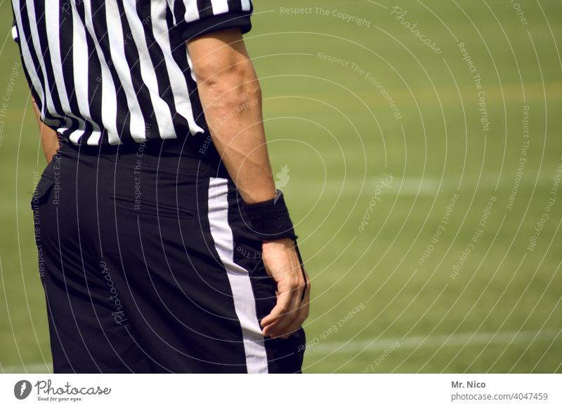 objective I and impartial Sports Sporting event Referee Man Stripe White Black Playing field Grass surface Athletic American Football nfl super bowl