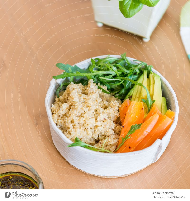 Healthy Detox Dinner with Quinoa, Carrots, Avocado and Rocket sa dinner healthy detox quinoa carrot avocado rocket salad olive oil balsamic dressing food meal