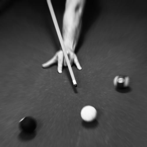 bump 'n' roll Billiards pool table balls Hand Queue Aim Playing free time entertainment Concentrate Sports Anxious Planning Rear sight Back of the hand Movement