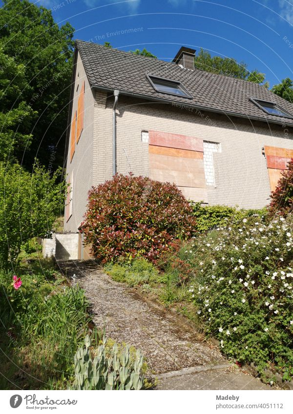 Energetic renovation of a small home with pointed gable and lush garden on a slope in sunshine in Oerlinghausen on Hermannsweg in the Teutoburg Forest in East Westphalia-Lippe