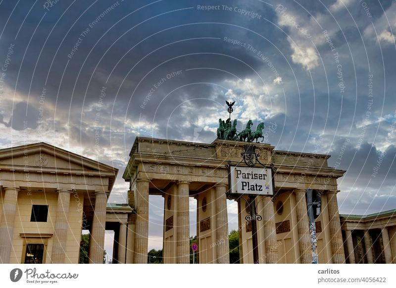 Berlin| Place du préservatif | Pariser Platz Germany Capital city Brandenburg Gate Quadriga Landmark Tourist Attraction Historic Architecture Downtown Monument
