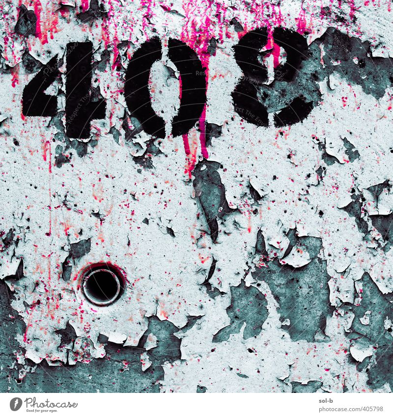 dport | Detail 5 Industry Old Poverty Dark Town Gray Pink White Numbers Digits and numbers Graffiti Painted Peeling Opening Concrete wall Horror Dripping