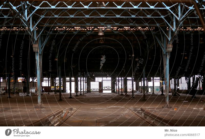 Workshop Factory hall Storage Building Hall Architecture Manmade structures Production plant production hall Industrial plant Industrial heritage Insolvency