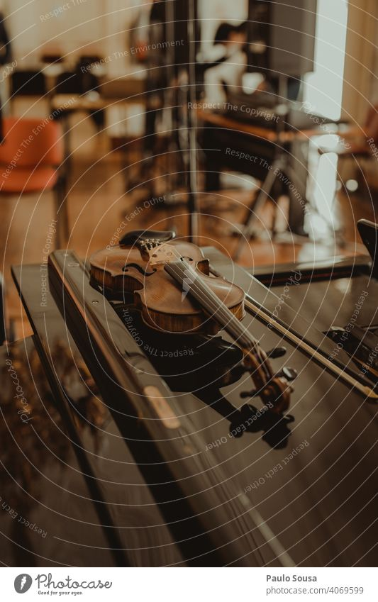 Close up violin on the table Violin Violinist Music String String instrument Wood Musician Make music Classical Orchestra Colour photo Detail Concert