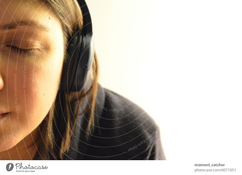 Woman listening to music with closed eyes and headphones Listen to music Headphones Music Listening Podcast audio book Closed eyes Concentrate concentrated
