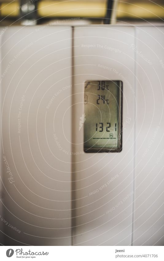 Heating controller or control unit of a solar thermal system in a single-family house | ecological, sustainable, modern and environmentally friendly hot water production