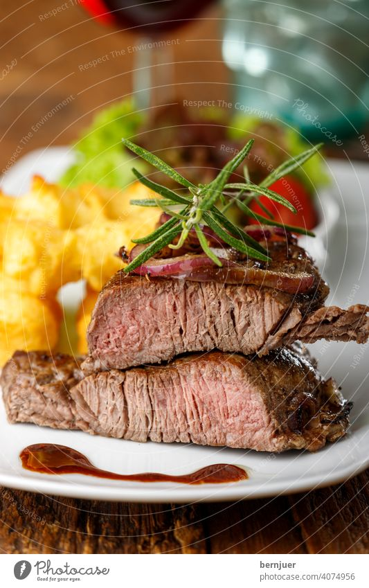 Steak on a plate Onion Meat grilled Sirloin Barbecue (apparatus) Beef angus dryage entrecôte Fresh sirloin roasted Juicy ingredient Frying Table herbaceous