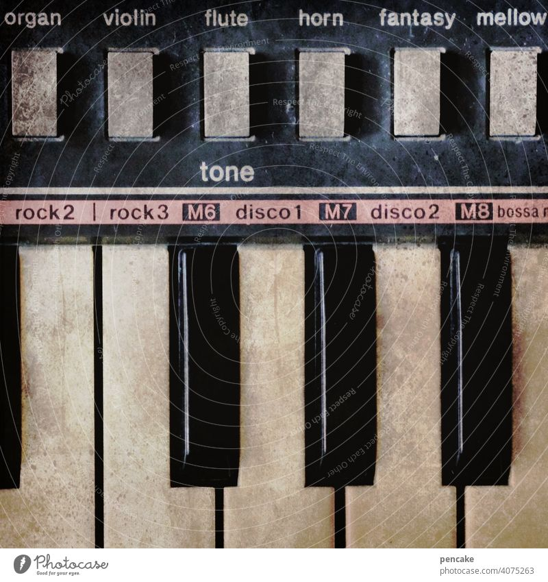 back to the roots | lass es rocken! Klaviatur Keyboard alt Vintage Vintage Keyboard Rock Musik Rockmusik retro