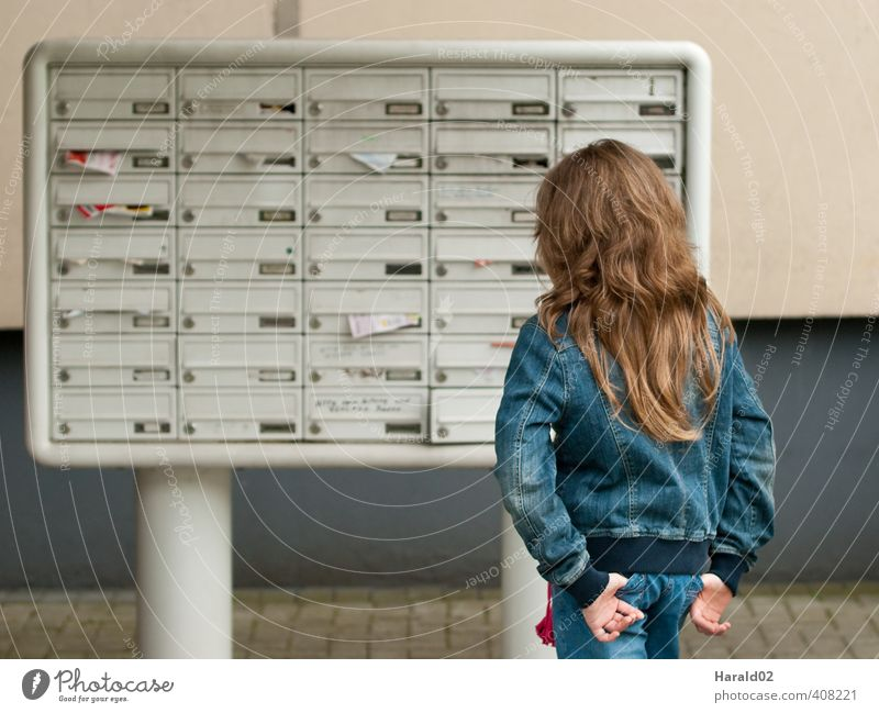 Letterbox child Flat (apartment) Child Human being Feminine Girl Infancy Youth (Young adults) 1 8 - 13 years Bell Mailbox Blue Sadness Loneliness Contact