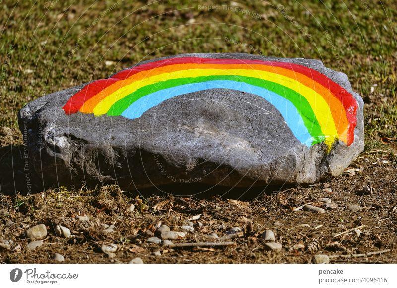 vision oder illusion? Regenbogen Symbol Stein bemalt Farben Frieden Homosexualität Vision Toleranz