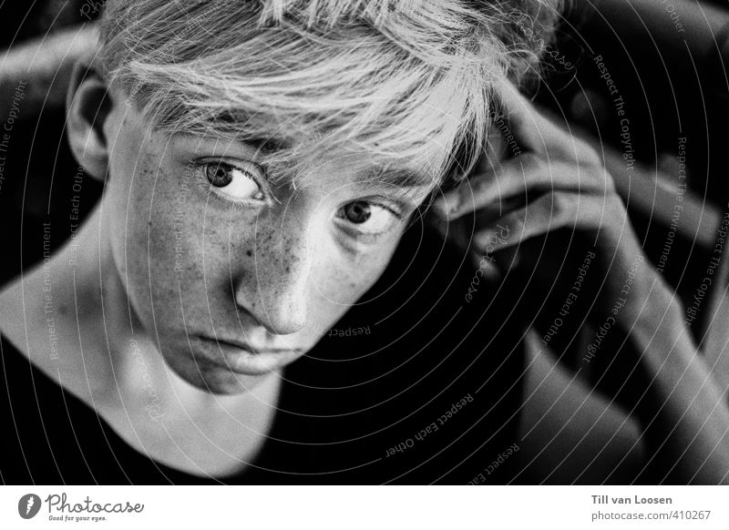 Jan Air Human being Masculine Face 1 13 - 18 years Child Youth (Young adults) T-shirt Hair and hairstyles Blonde Dream Sadness Gray Black White Curiosity