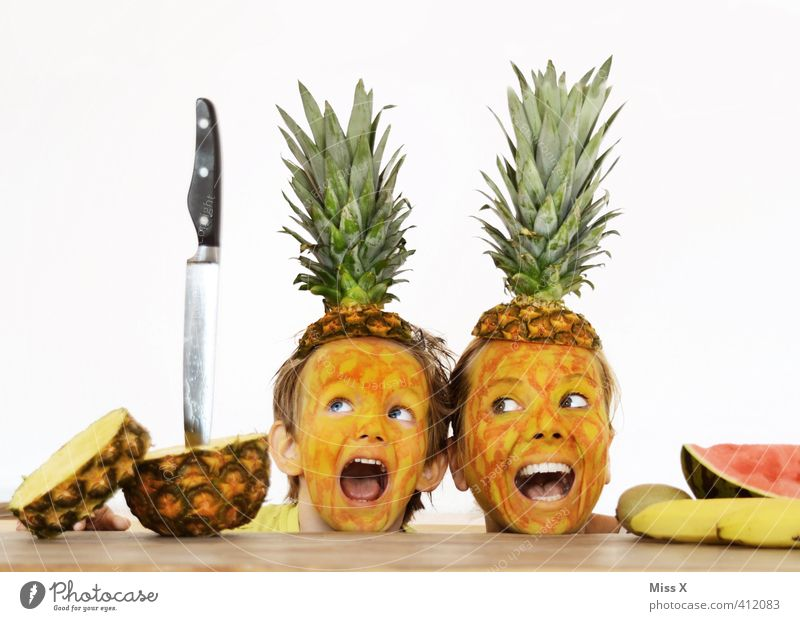 Help Food Fruit Nutrition Knives Human being Child Mother Adults Family & Relations Couple Partner 2 Scream Funny Emotions Moody Fear Fear of death Bizarre End