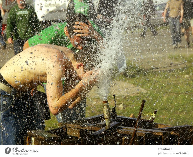 Water Sun Summer Naked Warmth Leisure and hobbies Physics Intoxication Inject Music festival Water fountain Take a shower
