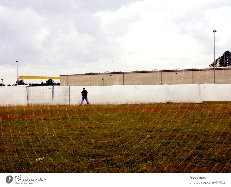 Human being Sky Wall (building) Floor covering Barrier Urinate Music festival Urine Legs apart