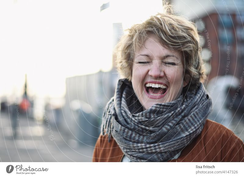 laugh Woman Blonde Curl Short-haired Short haircut Scarf eyes closed Laughter muck about Joy Funster fortunate omitted Exuberance Happiness