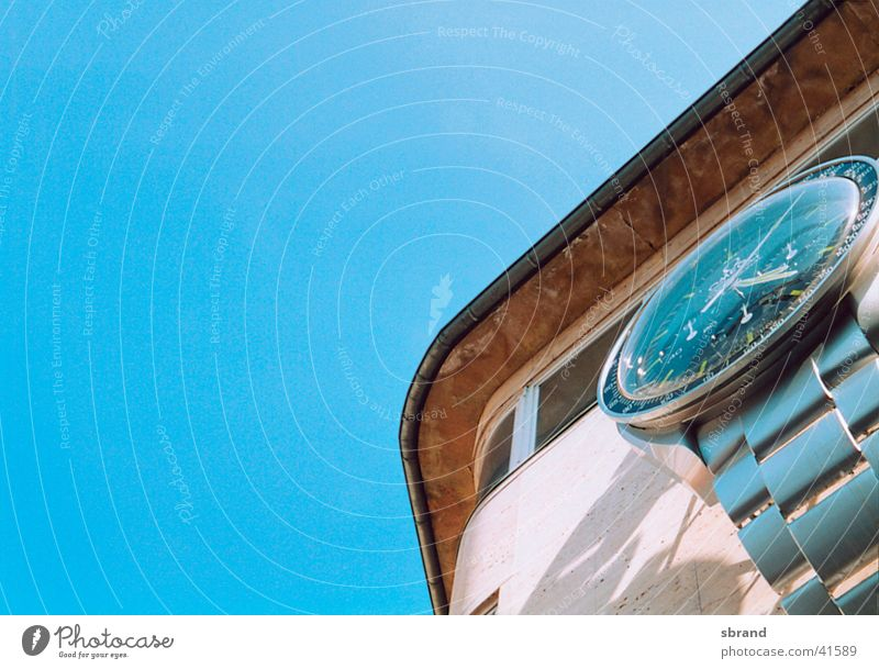 Sky House (Residential Structure) Graffiti Architecture Time Clock