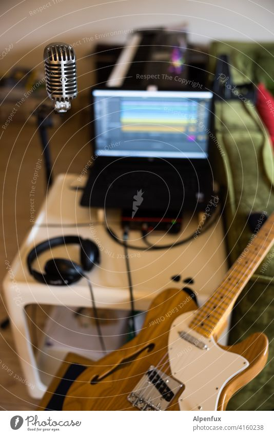 Record Ready recording Music Musical instrument Guitar Leisure and hobbies Sound Detail Make music Wood String instrument Microphone Headphones Studio shot