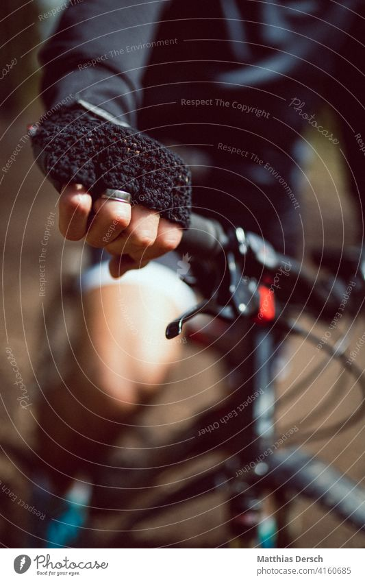 Hands on the handlebars Gloves Mountain bike Handlebars Bicycle Cycling Bicycle handlebars Leisure and hobbies Sports Detail